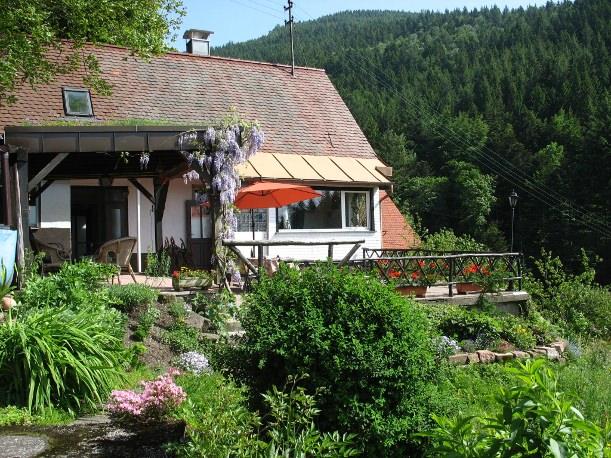 Das Ferienhaus im Schwarzwald im sommerlichem Gewand